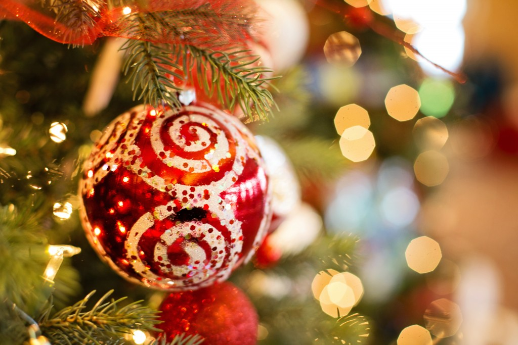 10 Tips for Safe Holiday Decorating