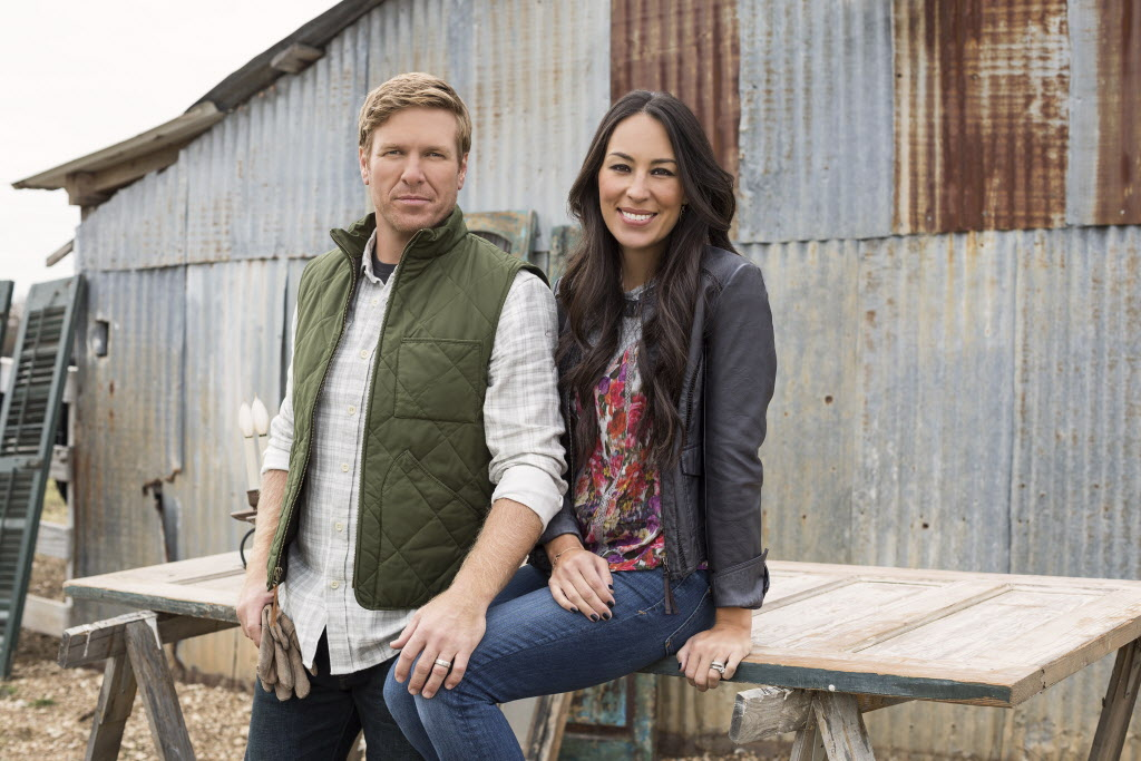 Chip and Joanna Gaines of HGTV s Fixer Upper Chip and Joanna Gaines, hosts of HGTV's Fixer Upper. 08302015xPUB